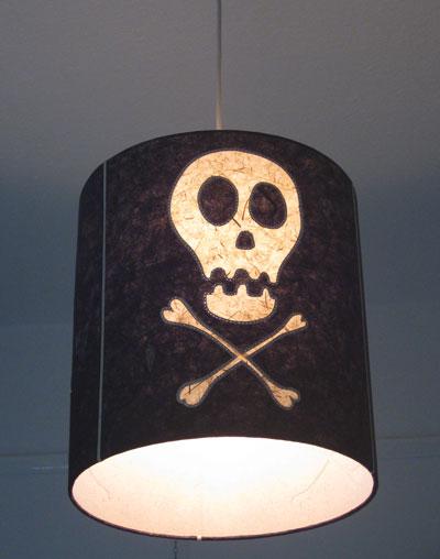 Skull-and-crossbones-lampsh
